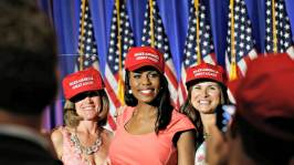 omarosa in hat